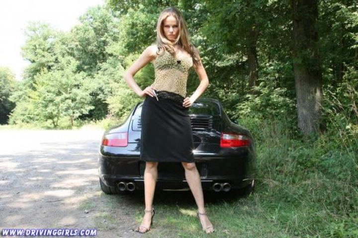 porsche 911 carrera hot driving girl (10)