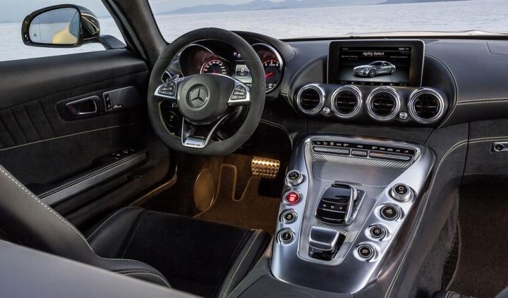 Mercedes AMG GT 10